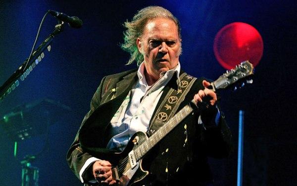 """""""A Letter From Home"""" es el título del nuevo trabajo discográfico de Neil Young."""